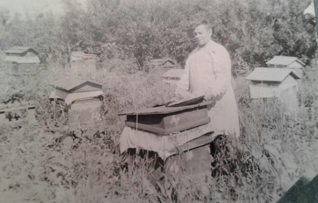 Сатышев Ю.Е. основатель семейной пасеки