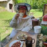 Чай с медом на пасеке